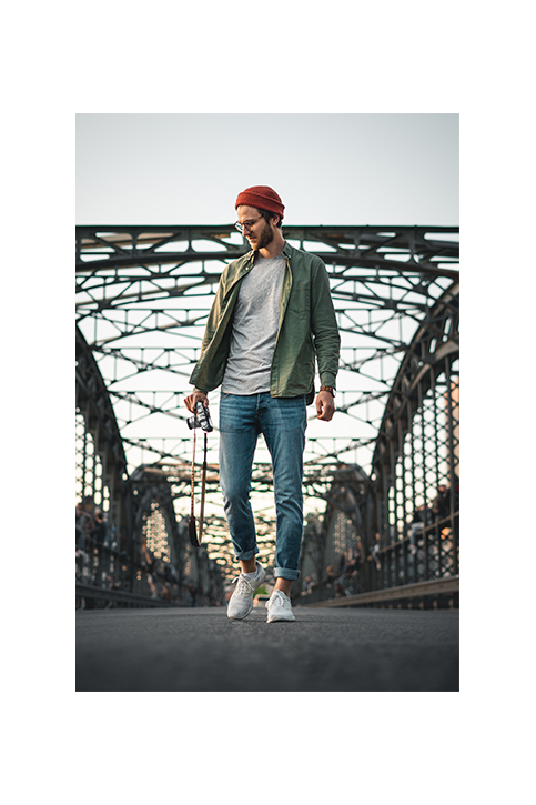 Oh, das sollte so nicht aussehen. Hier seht ihr eigentlich ein lässiges Portrait von Philipp auf der Münchner Hackerbrücke